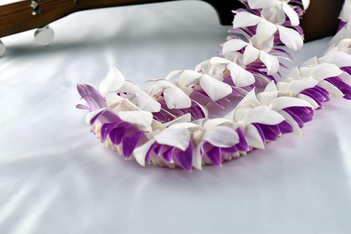 生花ハワイアンレイ 紫+白(デラックスレイ)